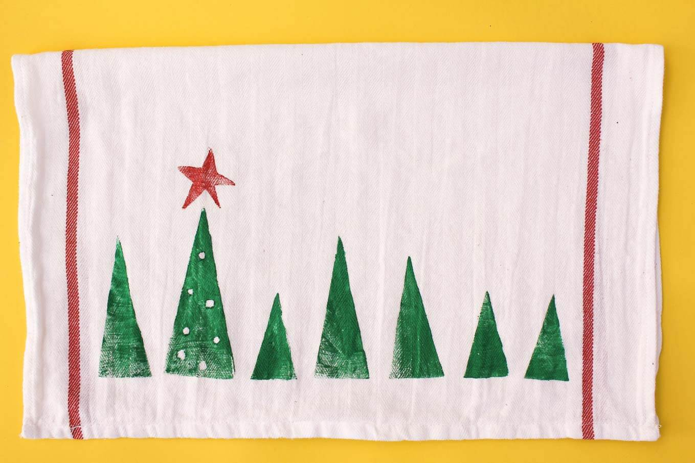 It's not easy finding Christmas crafts for toddlers but these DIY Christmas crafts look like they'll work out just fine.